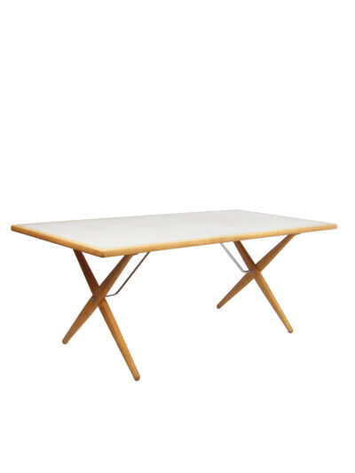 Cross Legged Table - H. Wegner - PP mobler