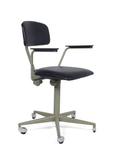 Friso Kramer chair on wheels - Ahrend De Cirkel
