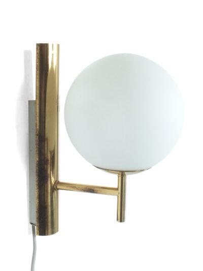 Messing wandlampje met glazen bol