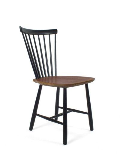 houten stoel met spijlen