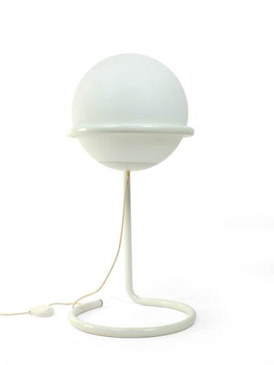 vloerlamp met grote witte glazen bol